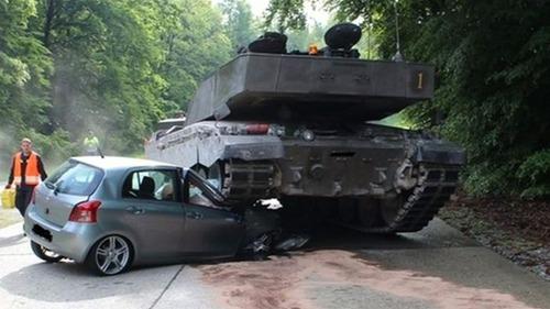 戦車が事故の画像(1枚目)