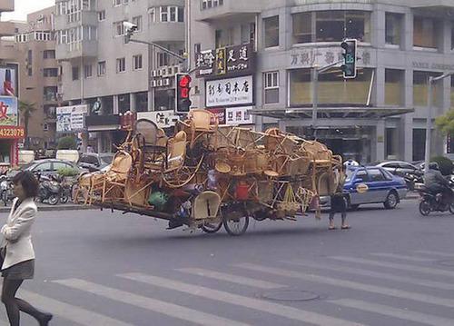 もはや職人技!?自動車やバイクで凄いものを運んでる画像の数々!!の画像(12枚目)