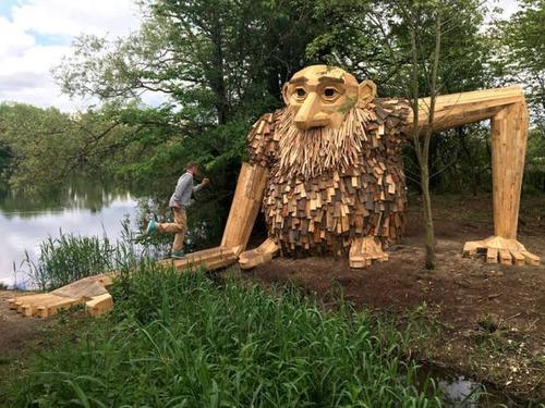 木でできた森の中の巨人の画像(16枚目)