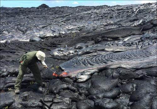 キラウエア火山から海に流込む溶岩の画像(5枚目)