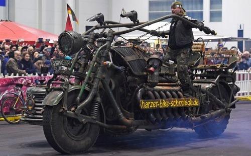 サイドカー付きバイクの画像(7枚目)