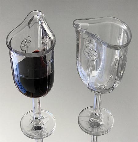 マスク型のワイングラスの画像(5枚目)