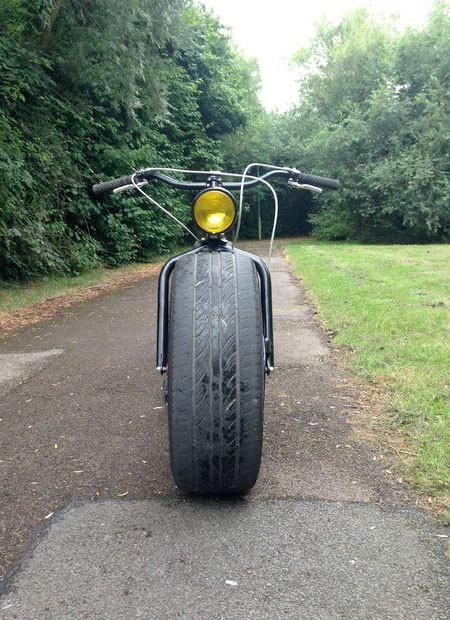自動車のタイヤを履いた自転車の画像(4枚目)