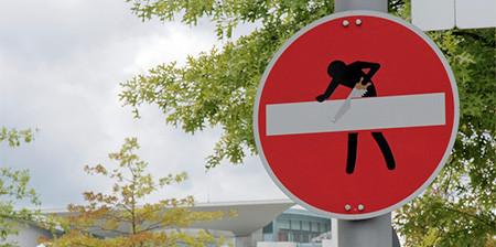 道路標識のストリートアート01