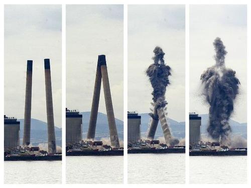 【動画】スコットランドの発電所の2本の煙突の破壊方法が凄まじいwwwの画像(1枚目)