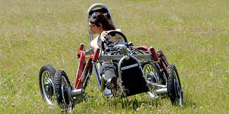 走破性抜群!完全に四輪が独立したカートのような四輪車が凄い!!の画像(1枚目)