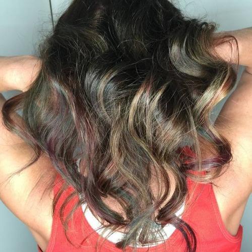 虹のような髪の毛の女の子の画像(3枚目)