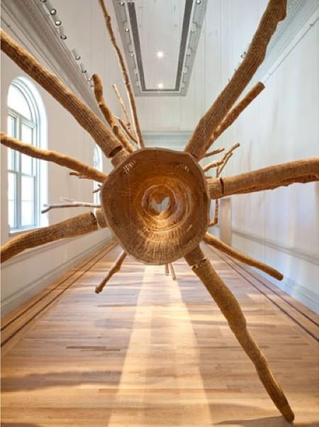 巨木の彫刻02