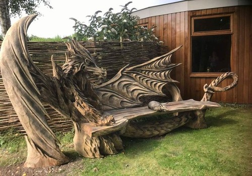 ドラゴンのベンチの画像(5枚目)