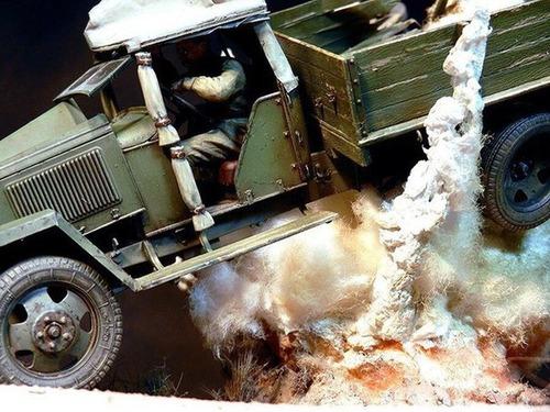 【画像】爆撃を受けたトラックのジオラマの躍動感が凄い!!の画像(1枚目)