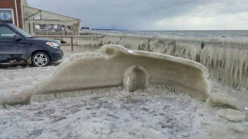 凍っている自動車の画像(31枚目)