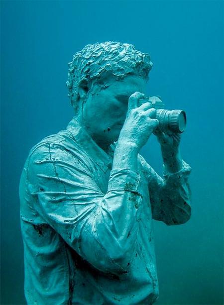 海底に沈む不気味な彫刻の画像(18枚目)