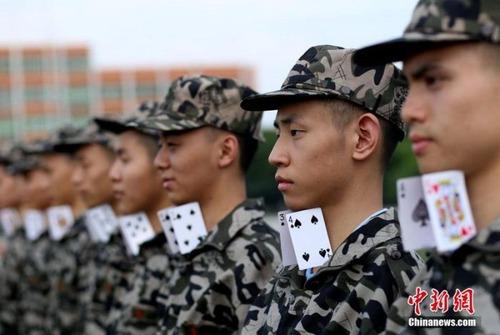 中国の兵士の訓練の内容がかなり無意味に思える・・・の画像(1枚目)