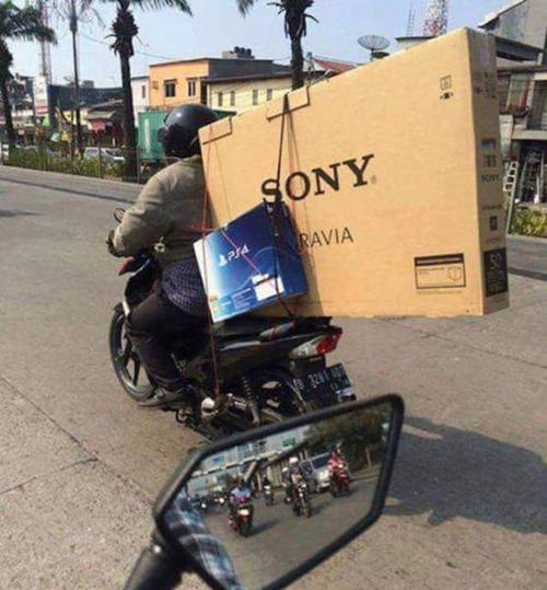 もはや職人技!?自動車やバイクで凄いものを運んでる画像の数々!!の画像(5枚目)