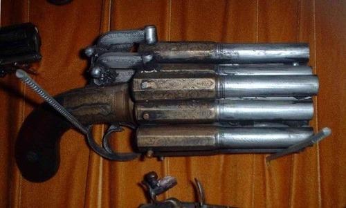 残念な改造をされた拳銃の画像(1枚目)