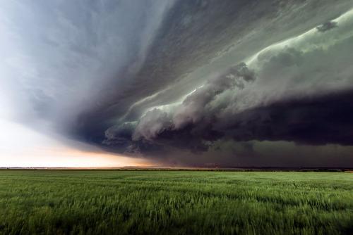 幻想的で恐ろしい!嵐が起こっている空を映した写真の数々!!の画像(16枚目)