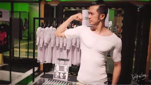 筋肉モリモリに見えるシャツの画像(3枚目)