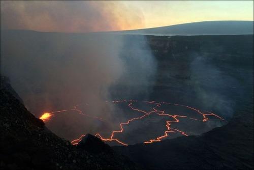 キラウエア火山から海に流込む溶岩の画像(10枚目)