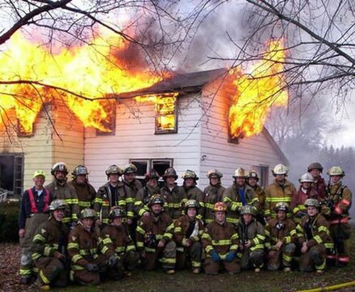 もうお手上げ!火事をバックに記念撮影してる画像の数々!!の画像(5枚目)