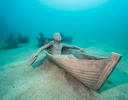 海底に沈む不気味な彫刻の画像(16枚目)