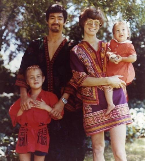 ブルース・リーの幸せそうな私生活の画像の数々!!の画像(2枚目)