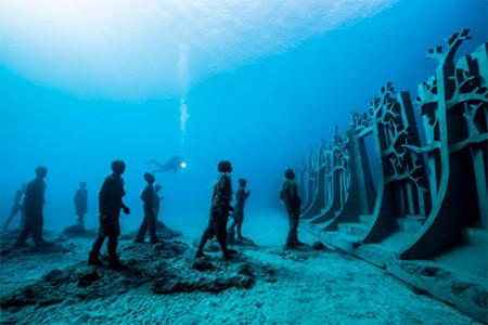 海底に沈む不気味な彫刻の画像(14枚目)