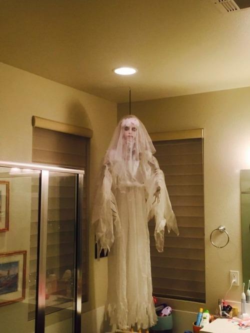 【画像】ちょっと次元の違う怖すぎるハロウィンの装飾の数々!!の画像(6枚目)