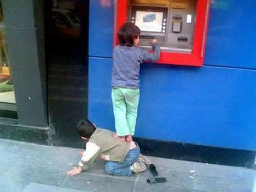 ヤバイ銀行のATMの画像(7枚目)