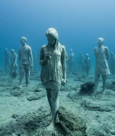 海底に沈む不気味な彫刻の画像(11枚目)
