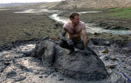 【画像】底なし沼に入った像の救出風景が感動的!!の画像(2枚目)