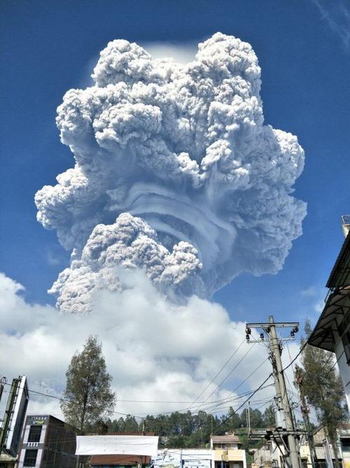 スマトラ島の火山の噴火の画像(2枚目)