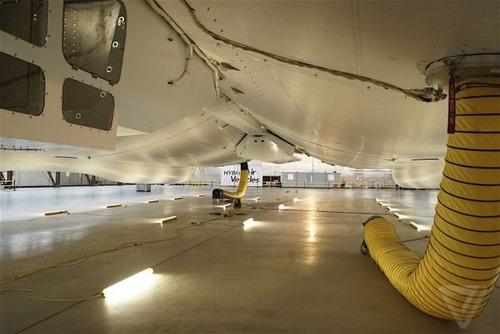 世界最大の飛行船「Airlander10」の画像(8枚目)