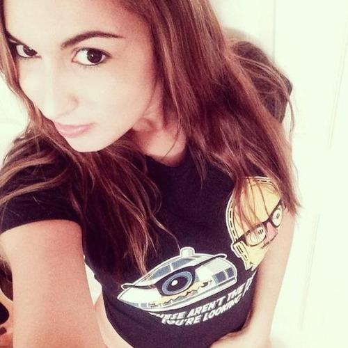 アメコミのヒーローのTシャツを着ている綺麗でセクシーなお姉さんの画像!!の画像(28枚目)