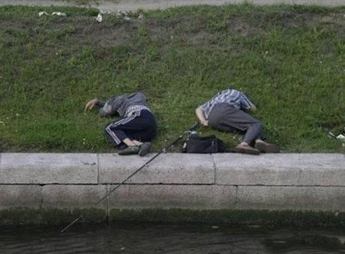 カオスなところで釣りをしている人達の画像(5枚目)