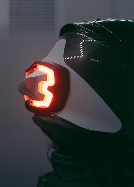 ブレーキランプ付きのヘルメット08