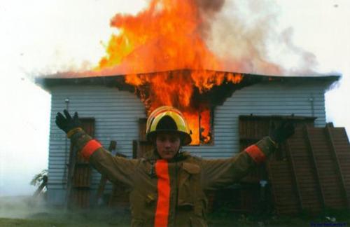 もうお手上げ!火事をバックに記念撮影してる画像の数々!!の画像(17枚目)