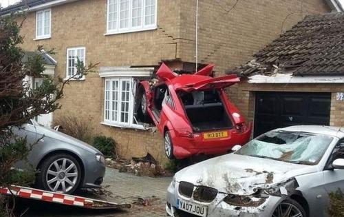 悲惨すぎる自動車のトラブルの画像(13枚目)