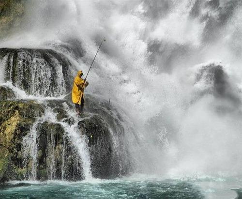 カオスなところで釣りをしている人達の画像(26枚目)