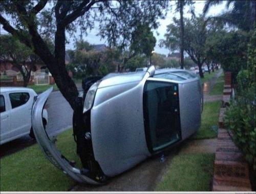 どうしてそうなった?何だか凄まじい事になっている自動車事故の画像の数々!の画像(17枚目)