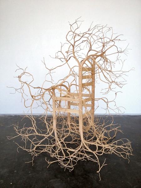木の枝や根っこのような椅子02