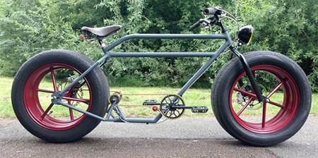 自動車のタイヤを履いた自転車の画像(1枚目)