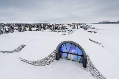 氷でできた極寒のホテルの画像(1枚目)
