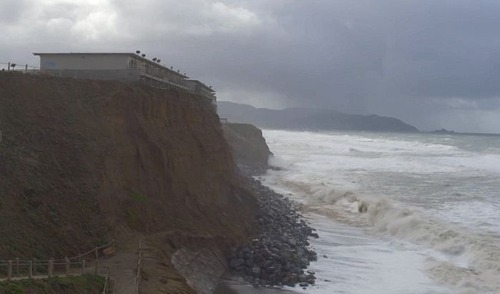 【画像】海沿いの崖が崩れて崩落中のカリフォルニアの町が怖すぎる!!の画像(7枚目)