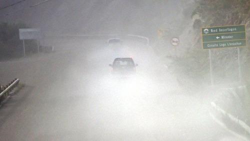 チリのカルブコ火山の噴火で街に積もった火山灰が酷い…の画像(11枚目)