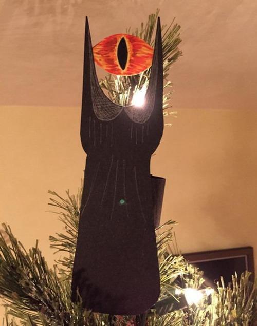 カオスなクリスマスツリーの上の飾りの画像(8枚目)