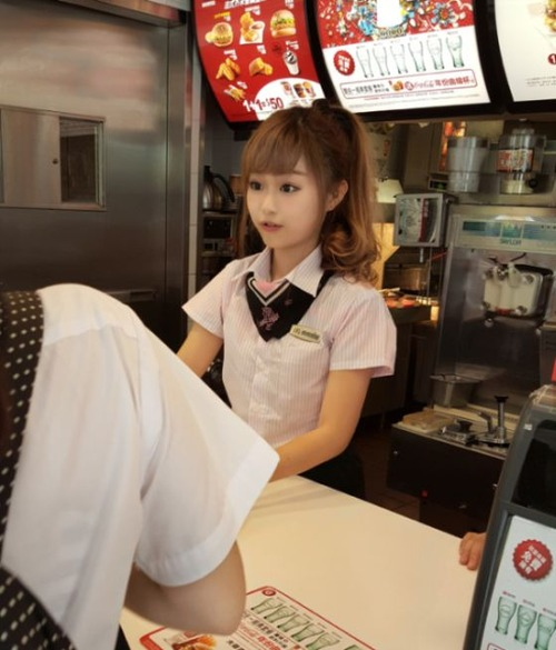 台湾のマクドナルドの女の子が!凄まじく可愛い!!の画像(1枚目)