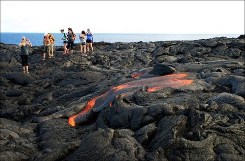 キラウエア火山から海に流込む溶岩の画像(16枚目)