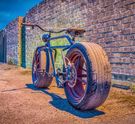 自動車のタイヤを履いた自転車の画像(7枚目)