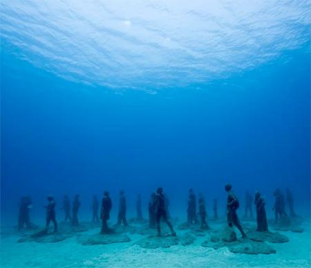 海底に沈む不気味な彫刻の画像(12枚目)
