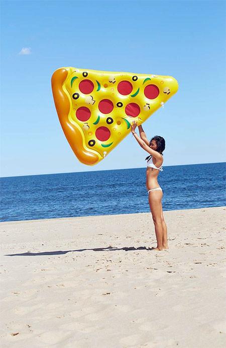 水辺で楽しい!たくさん合体するピザ型のフロートマットが面白い!!の画像(3枚目)